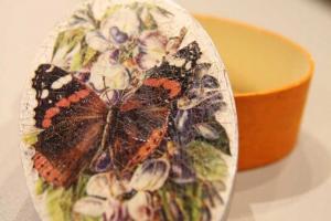 加上裂紋後的蝶古巴特,更見 vintage 效果。