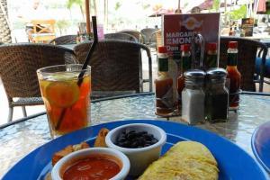 墨西哥什錦蘑菇奄列配煙燻黑豆及墨西哥薯菜。