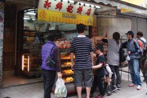 郭錦記每天都有不少顧客慕名而來,購買平安包。