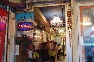 愛群餐廳設有露天座位,在此邊看街景,邊進餐,別有風味。