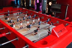 Red MR 位於 The Tonno 頂層,大堂有足球機及飛標機供客人玩耍。