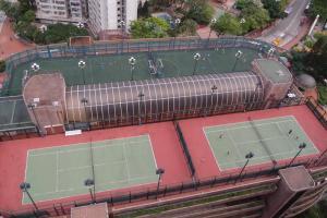 從鳥瞰圖所見,公園的足球場面積,與網球場相若,在此踢球不會太辛苦。