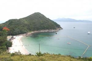 燒烤場旁的小山丘,是拍攝泳灘全景的最佳地方。(Shecky 攝)