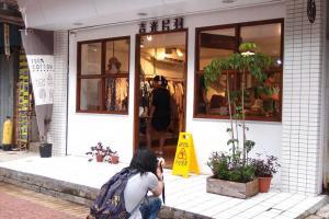 吉光片羽的裝修很有日本味道,吸引不少遊人駐足拍照。(Shecky 攝)