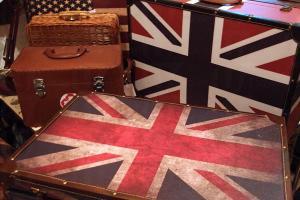 我一見鍾情的復古行李箱,售 $438。