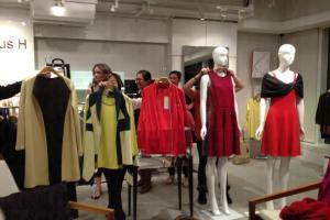 L plus H除了聘用上一代的製衣工匠, 亦讓肯學肯捱的年輕人有機會向上流,學習管理和企業家精神,「織造未來」。(L plus H圖片)
