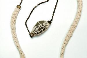 以海為主題的 AboDe 首飾,利用少見的石頭 + 冷綫設計成頸鍊 $637。