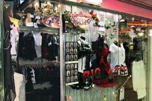 Spider 在瓊華開業已有十年,現在,旺角已好少 Lolita 服飾店。