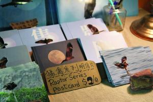 Stanley 自家設計的猛禽系列,將鵰、鷹、隼、鴞的飛翔雄姿,製作成多款明信片。