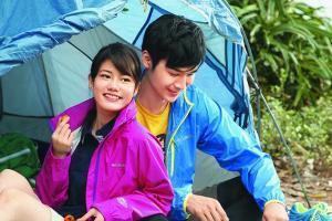 營地有五幅分隔開的營區,約可容納 12 個營,無敵海景,還有樹蔭可以擋擋微雨。