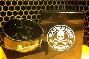 客人食完麵後可帶走全球獨家mastermind JAPAN 黑骷髏拉麵碗