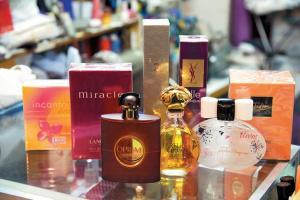 舊款、經典的香水都有,最平二百多元有交易。
