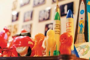 蘇聯時代為紀念火箭升空而出產了大量有關太空人和火箭的塑膠玩具,部分是 Shirley 的私人珍藏。