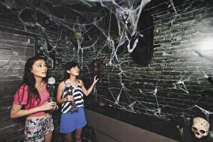 遊戲房間布置夠細緻逼真,有海洋公園 halloween 鬼屋的質素,讚﹗