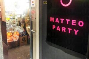 先爬三層樓梯,才來到 Matteo Party。