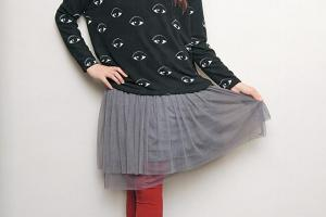 文藝少女︰韓國黑色多眼上身 $288、灰色打底連身紗裙 $188、日本棗紅色 leggings $218。