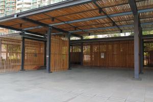 公園部分位置用竹間隔,頗有日本的感覺。