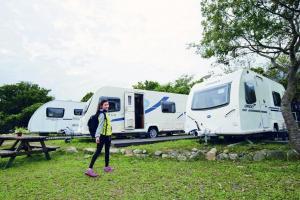 專業露營車,屬香港首次引入。