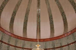 清真寺圓頂設計有擴音、有利採光及空氣流通功能,設計優雅又實用。