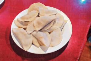 佐敦多間尼泊爾餐廳,提供當地熱門的食物 momo 餃子。