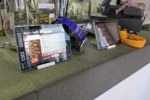 店家提供平板電腦,海量音樂!