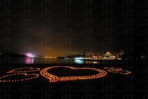 大白灣沙灘情人節當晚會以千點燭光砌出巨型心形圖案,十分浪漫。