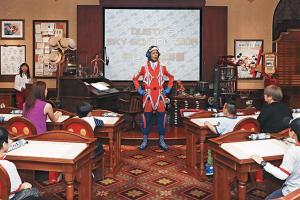 小朋友可以在動畫藝術教室學畫迪士尼動畫《飛機總動員》的主角德仔。