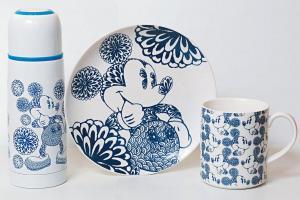 精品店內出售 90 周年紀念精品,有 Dorophy Tang 設計的青花瓷元素杯碟,限量 1,000 件。