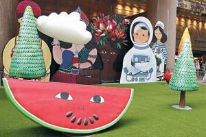在時代廣場野餐已經夠新奇,更奇是所有食物都放大好多倍呢!