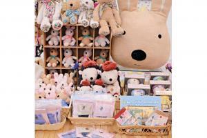 同場更設有首間限定精品店,售賣 一系列包括率先發售的精品。