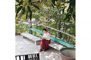 位於上區「畫」旅館外仍有舊式石椅,可想像當年病人於此療養休息。