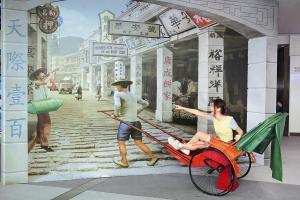 場內有不少有趣道具介紹本港各個節慶與特色,有懷舊風人力車
