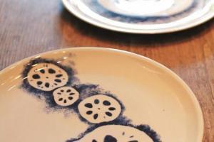 新推出的蓮藕印花食物碟 ($1.500/隻)