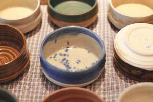 Yokky 視之為 meditation 的 系列, 用不同泥上不同釉拉 出同一形狀的多用途食器。 ($380)