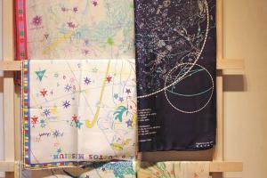 星座圍巾有兩種大小選擇,並分真 絲、較薄的真絲雲紋及仿絲三種質 地。($200 - $1050)