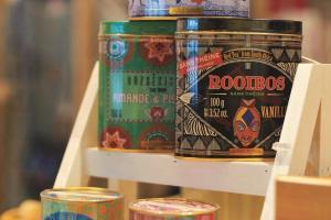 法國引進的花草茶,分凍茶($228) 及熱茶($248),果味特濃,罐身圖 案亦與店內風格十分配襯。