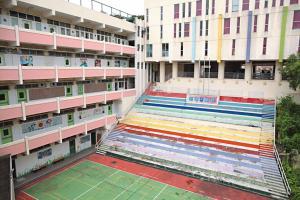 生活書院前身為佛教大光中學,校舍原好,最近進行油漆等翻新工程。
