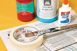 材料:舊報紙、皺紋膠紙、塑膠彩、畫筆、水(如改以紙糊製作另需白膠漿)