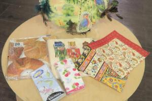紙巾製作還可以加上布製,碟子變成藝術品