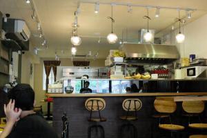 Next Station Dessert的設計帶有歐陸風,掛上懷舊的風扇,有別於一般港式的甜品店。