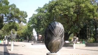 雕塑各有特色。