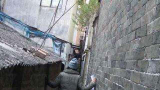 吉慶圍城牆內的小巷非常狹窄。