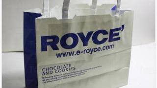 Royce 的名物白巧克力棉花糖。