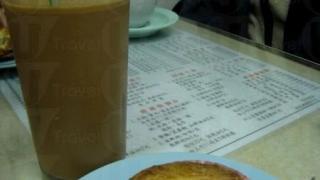 雞批加凍奶茶是在金鳳吃到的平民享受。