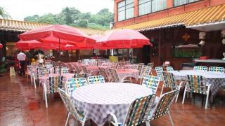 龍華是少數仍設有露天園林座位的酒店。
