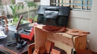 初級班的製成品多以碎銀包、名片套、記事本封套為主。