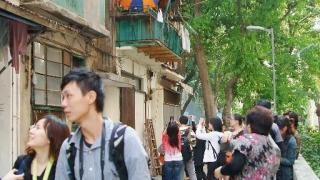 電影一出,每逢周末都有許多遊人前來「拜會」永利街。