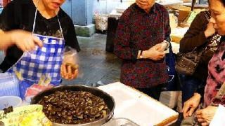 懷舊小食茶果,有紅豆沙、綠豆蓉和眉豆 3 種味道,4個 $10。