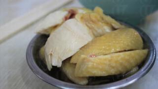 配粉麵的醉雞份量不大,雞以小碟盛載,酒香四溢。