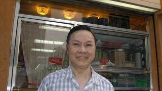 冰廳老闆麥洪鈞堅持天天煎蛋數十年,年中無休。